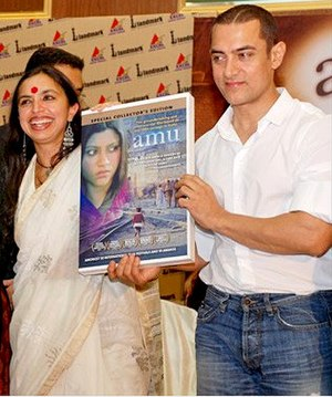 Shonali Bose - Bose with Aamir Khan at Amu launch, 2005