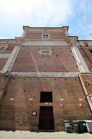 Oratory del Suffragio, Siena - facade and entrance