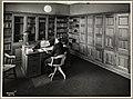 Sjefskontoret ved Utenlandske katalogavdeling, Universitetsbiblioteket, ca 1933 35 (9545303462).jpg
