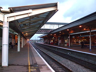 Slough railway station - Looking the other way, from the western end of Platform 5. This view clearly shows the difference between the original GWR-pattern platform canopy (Platforms 4, 3, 2, right) and the modern (1960s) extension on Platform 5 (left) that was installed when the centre track (between the relief lines) was removed and the station remodelled.