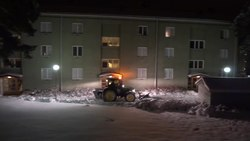 Fil:Snowplowing in Sweden.ogv