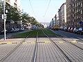 Sokolovská, zatravněná tramvajová trať.jpg