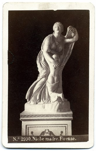 Niobium - Picture of a Hellenistic sculpture representing Niobe by Giorgio Sommer