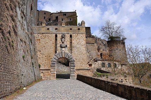 Sorano - Porta dei Merli - wide