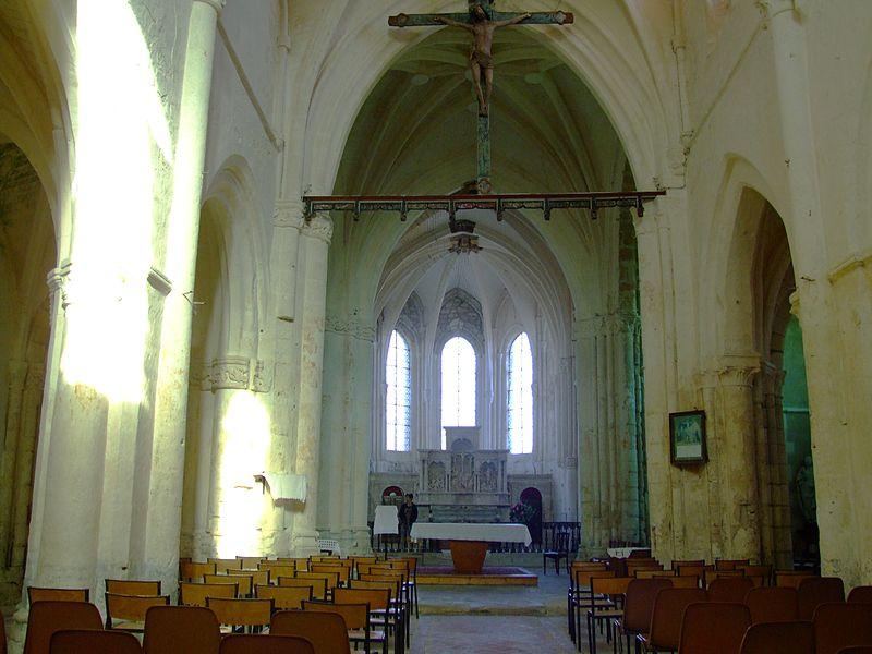Église de Soudron (Marne, France): la nef et la poutre de gloire.