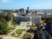 Uitzicht op de South Carolina State House met de Confederate Monument aan de voorkant