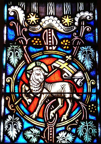 English: Stained glass image of the Lamb of Go...