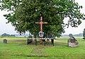 Stara rudówka krzyż i kamienie na rozstaju.JPG