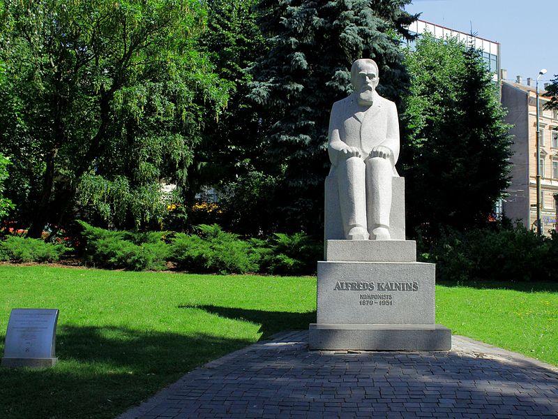 File:Statue-Alfreds Kalniņš 01.JPG