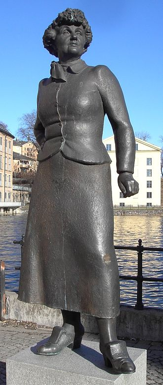 Moa Martinson - Statue of Moa Martinsson in Norrköping, by Peter Linde