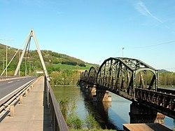 Steyregg Donaubrucken 20050423.jpg