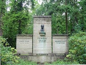 F. W. Murnau - Grave and bust by Ludwig Manzel in Stahnsdorf Southwestern Cemetery.