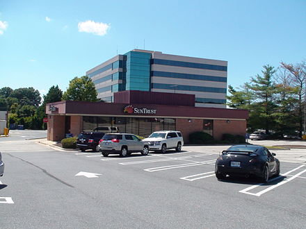 An American bank in Maryland. SunTrust Bank, Gaithersburg, Maryland, August 25, 2015.jpg