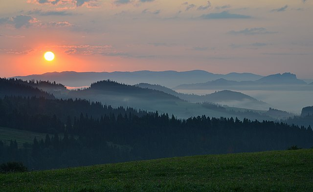 Sunrise in Pieniny, Poland 02
