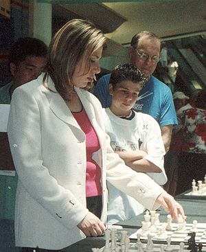 Susan Polgar - Polgar in a simultaneous exhibition
