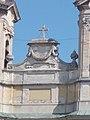 Szent Kereszt felmagasztalása római katolikus plébániatemplom. Műemlék ID 6441. A tornyok között. - Komárom-Esztergom megye, Tata, Kossuth tér.JPG