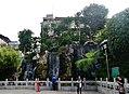 Taipeh Longshan-Tempel Erster Hof Wasserfall am Tag.jpg