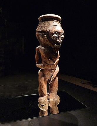Lulua people - Image: Tambour Luluwa Musée ethnologique de Berlin