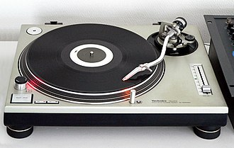 Direct-drive turntable - Image: Technics SL 1200MK2 2