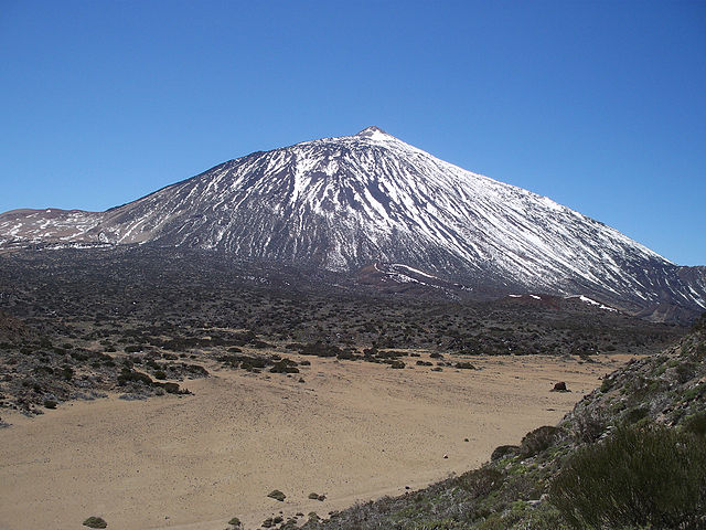 Mount Teide, Spain's tallest mountain. Photo by Daniel Tenerife.