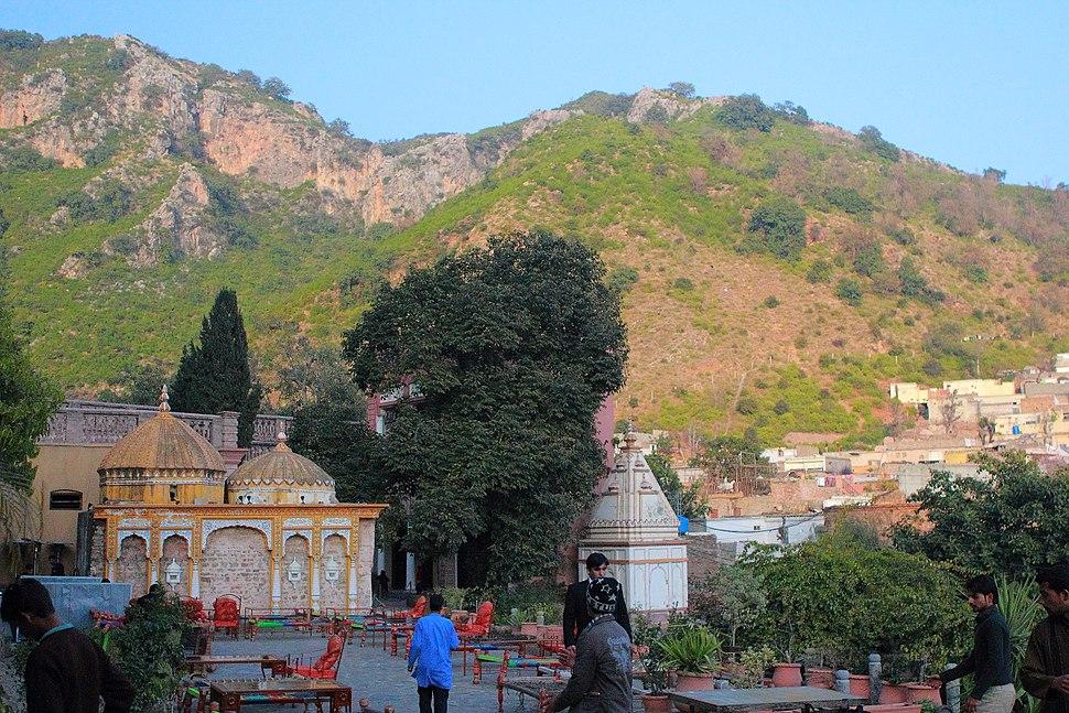 The Dharmshala %26 Hindu Temple at Saidur Village.JPG