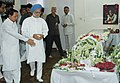 The Prime Minister, Dr. Manmohan Singh paying tribute to the mortal remains of the former Prime Minister Shri Chandra Shekhar, in New Delhi on July 08, 2007 (1).jpg