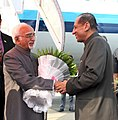 The Vice President, Shri M. Hamid Ansari being received by the Governor of Telangana and Andhra Pradesh, Shri E.S.L. Narasimhan, in Hyderabad on March 05, 2016.jpg