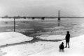 Theodor-Heuss-Brücke in Düsseldorf im Januar 1963 mit Treibeis im Rhein.tif
