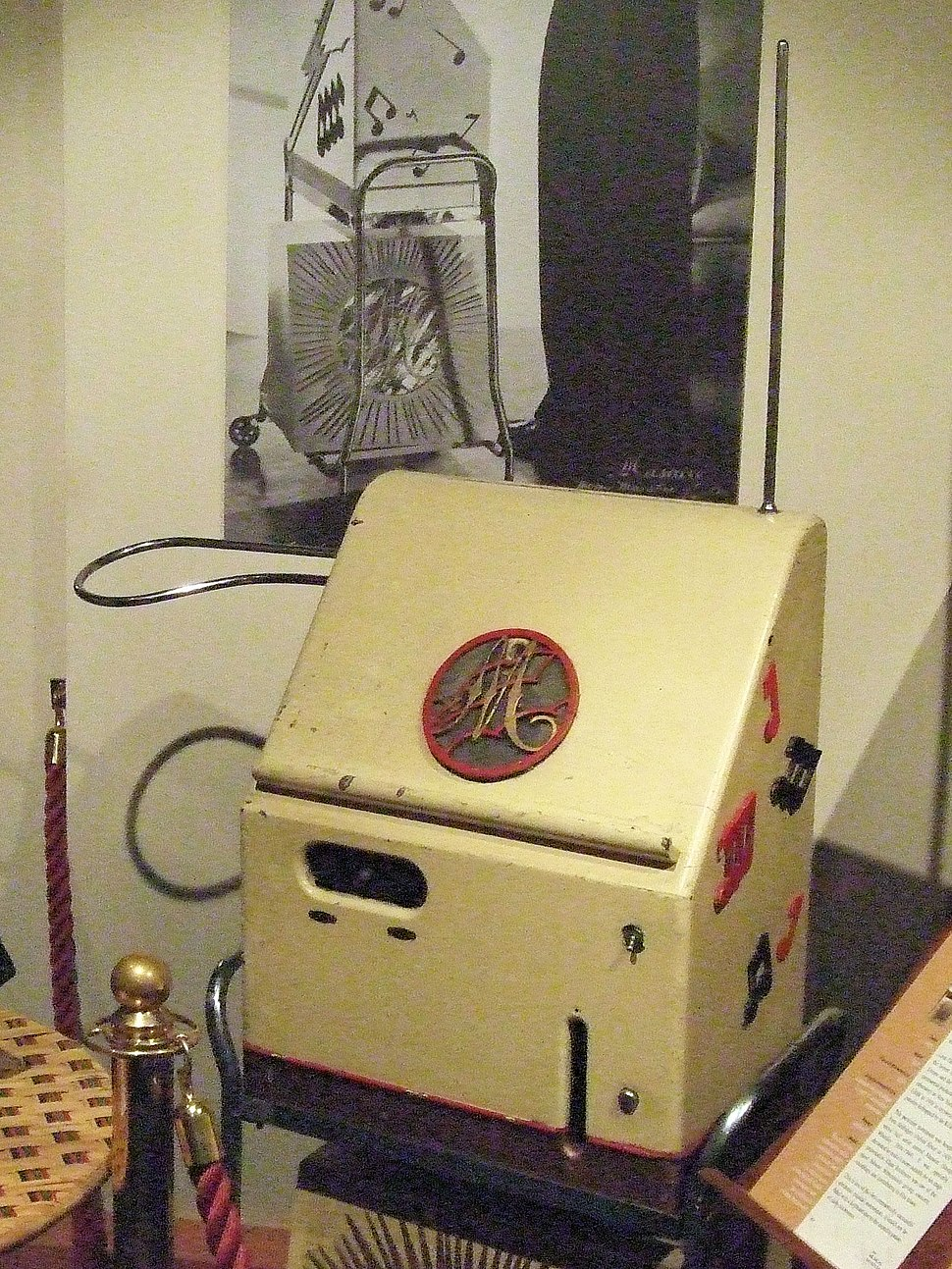 Theremin At The Musical Museum, Brentford, London (clip)