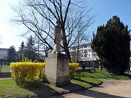 Thoissey - Monument Marchand.JPG