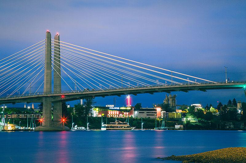 File:Tilikum Crossing at Night, Portland, Oregon Bridge (17577612414).jpg