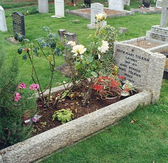 Wolvercote Cemetery - Grave of J.R.R. and Edith Tolkien