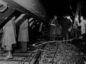 Woerden train disaster - Image: Treinongeval bij Woerden (1960)