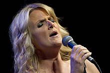 Description de l'image Trisha Yearwood USO 2010.jpg.