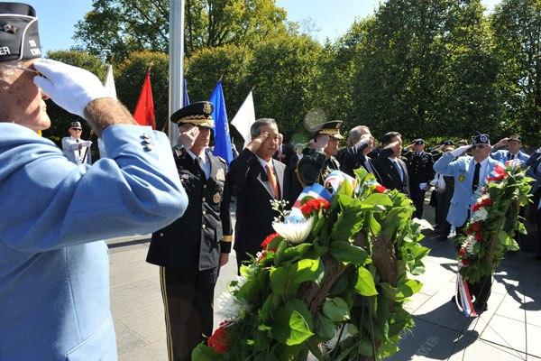 US Army 52474 U.S. Soldiers, Korean War veterans honor fallen comrades