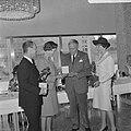 Uitreiking toneelprijzen in Rotterdamse Doelen, v.l.n.r. Ton van Duinhoven, Elis, Bestanddeelnr 919-2317.jpg