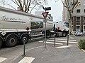 Un camion quittant la Rue Louis Guérin (2019) à Villeurbanne.jpg