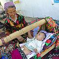 Urazmat-Bébé emmailloté à la façon ouzbek (2).jpg