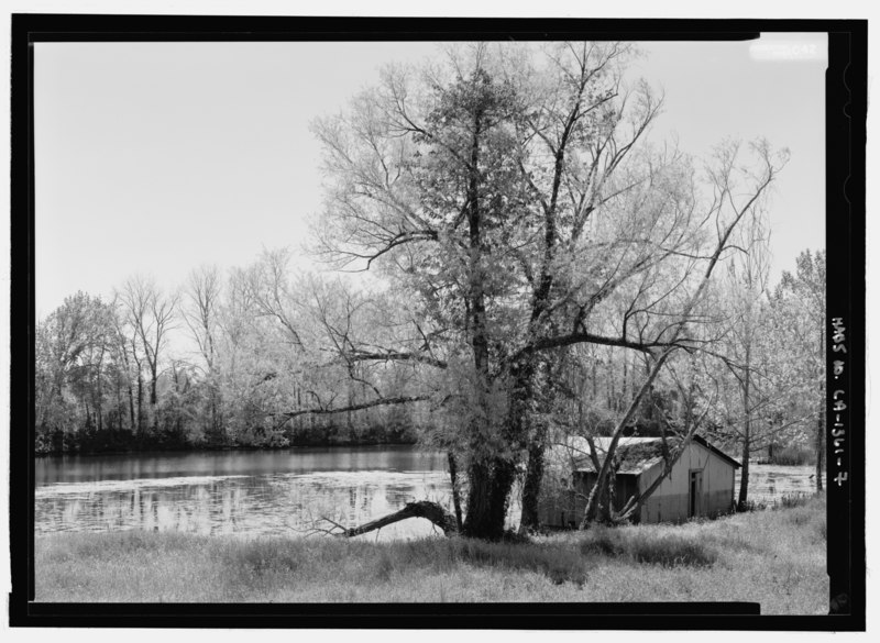 File:VIEW OF BOATHOUSE ON RIVER LOOKING FROM THE NORTHWEST (DUPLICATE OF HABS No. LA-1361-3 (CT)) - Cane River National Heritage Area, Natchitoches, Natchitoches Parish, LA HABS LA-1361-7.tif