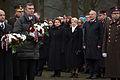 Vainagu nolikšanas ceremonija Rīgas Brāļu kapos (15766033632).jpg