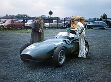 Photo de la Vanwall VW5 de Tony Brooks à Aintree en 1957, nouvelle rivale des D50/801