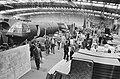 Veiling voorwerpen uit film Een brug te ver in filmfabriek te Deventer, voorbe, Bestanddeelnr 928-8418.jpg