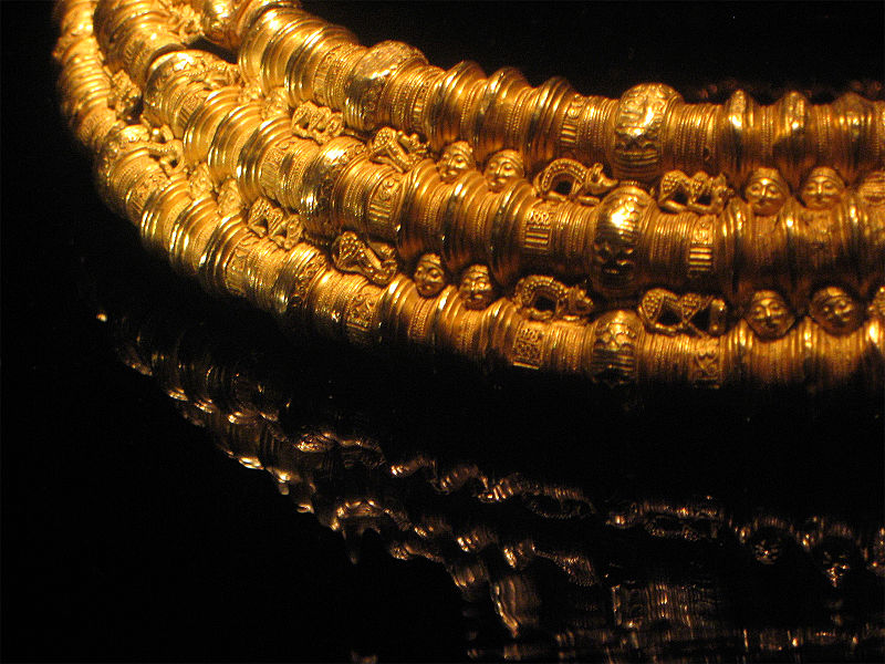 File:Viking gold necklace.jpg