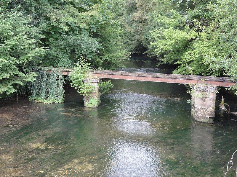 Ville-sur-Saulx (Meuse) papeterie du château (03), pont en fonte (rails) sur la Saulx
