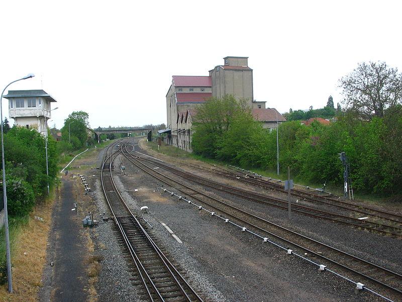 Arrivée sur la gare de Gannat (03) depuis le nord, après la rencontre de la ligne Montluçon-Commentry avec l'itinéraire de Saint-Germain des Fossés.