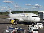 Vueling Airbus A320-214 EC-LRN at HEL 15JUN2015.JPG