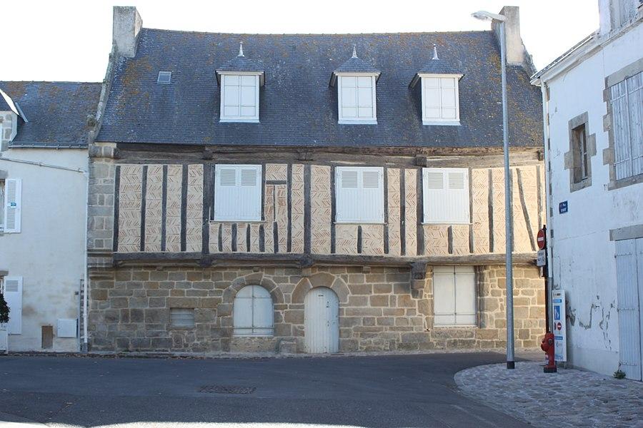 Maison à pans de bois et en arête de poisson, 4 place Dinan, Fr-44-le Croisic.