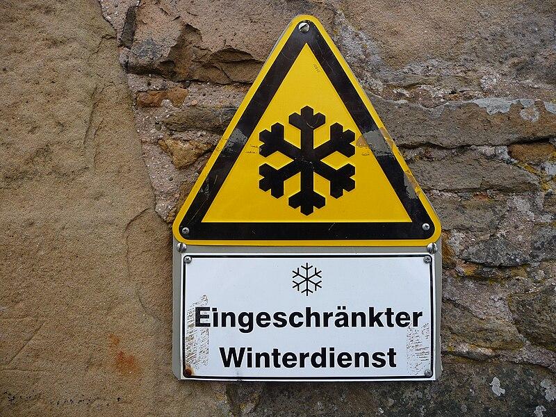 File:Warnhinweis eingeschränkter Winterdienst.JPG