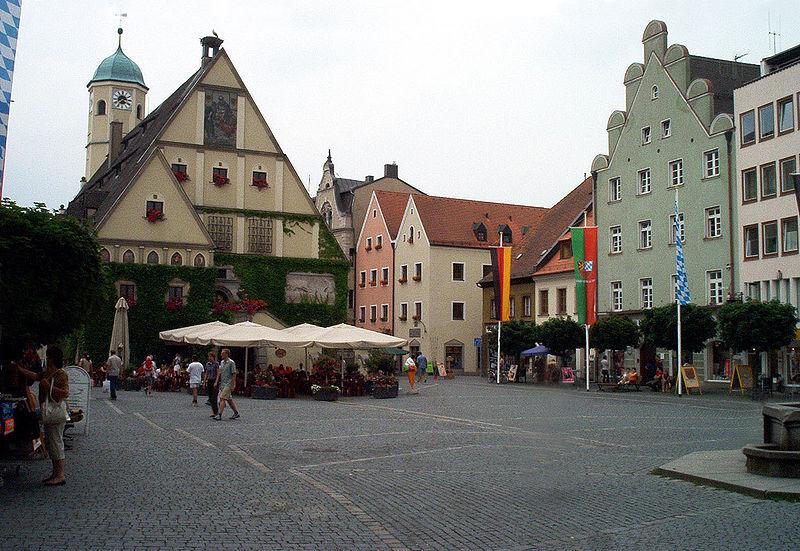 Altes Rathaus und Oberer Markt (Quelle: wikimedia.org)