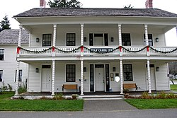 Wolf Creek Inn State Park in Oregon.jpg